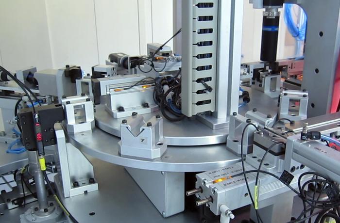 Machine de contrôle d'injecteurs