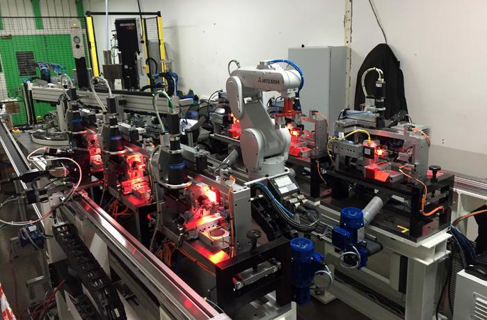 Machine d'assemblage et de marquage laser